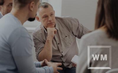 Loyale medewerkers vragen een royale bedrijfsleider.